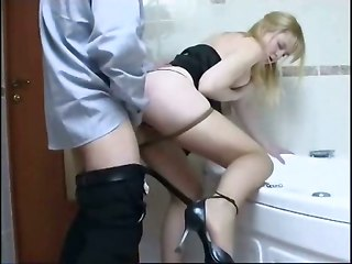 Fast Sex In The Bathroom