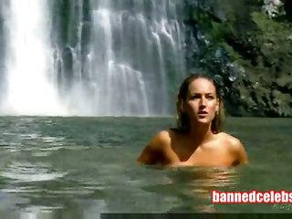 Leelee Sobieski Swimming Naked